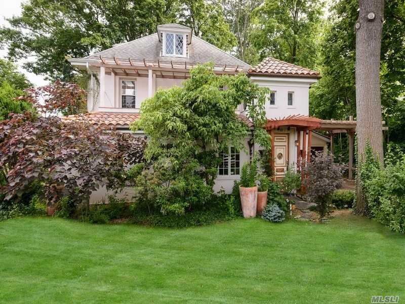 Photo of home for sale at 15 Locust Ln, Oyster Bay NY