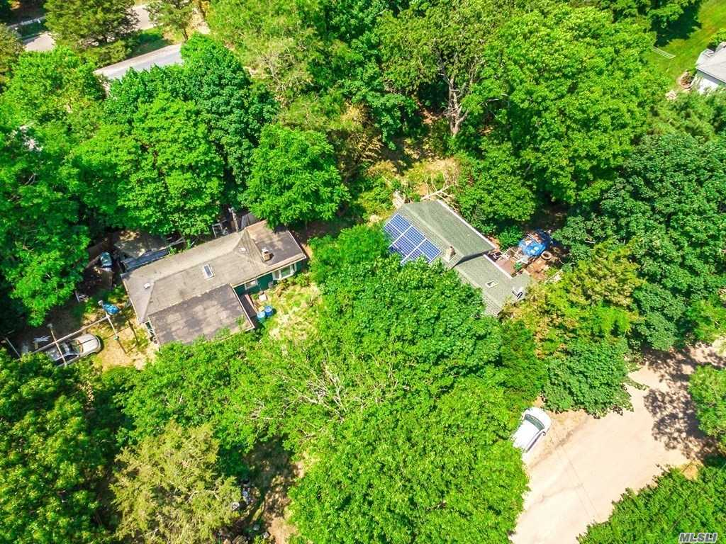 Photo of home for sale at 33 Locust Ave, Southampton NY