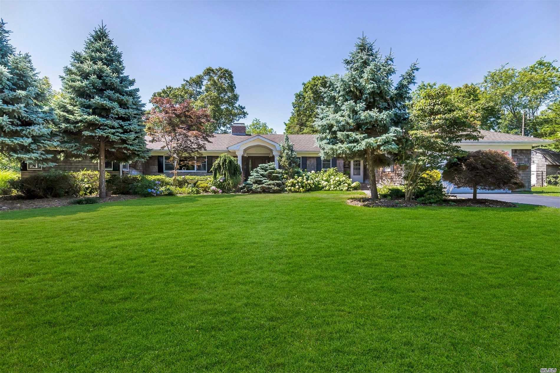 Photo of home for sale at 2 Purdy Ave, Bayport NY
