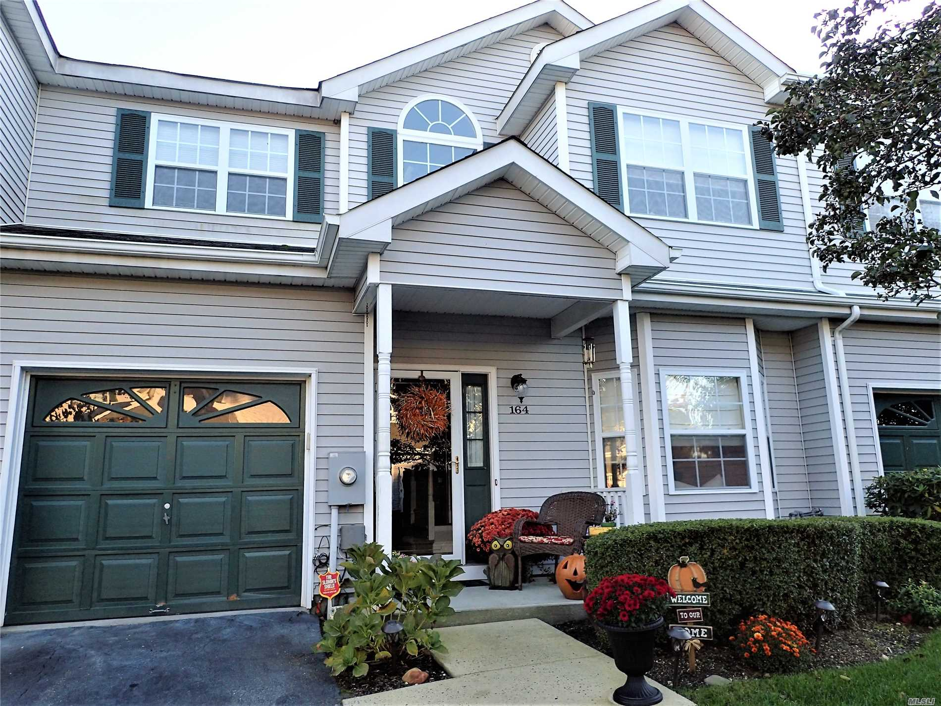 Property for sale at 164 Willow Wood Dr, Oakdale,  NY 11769