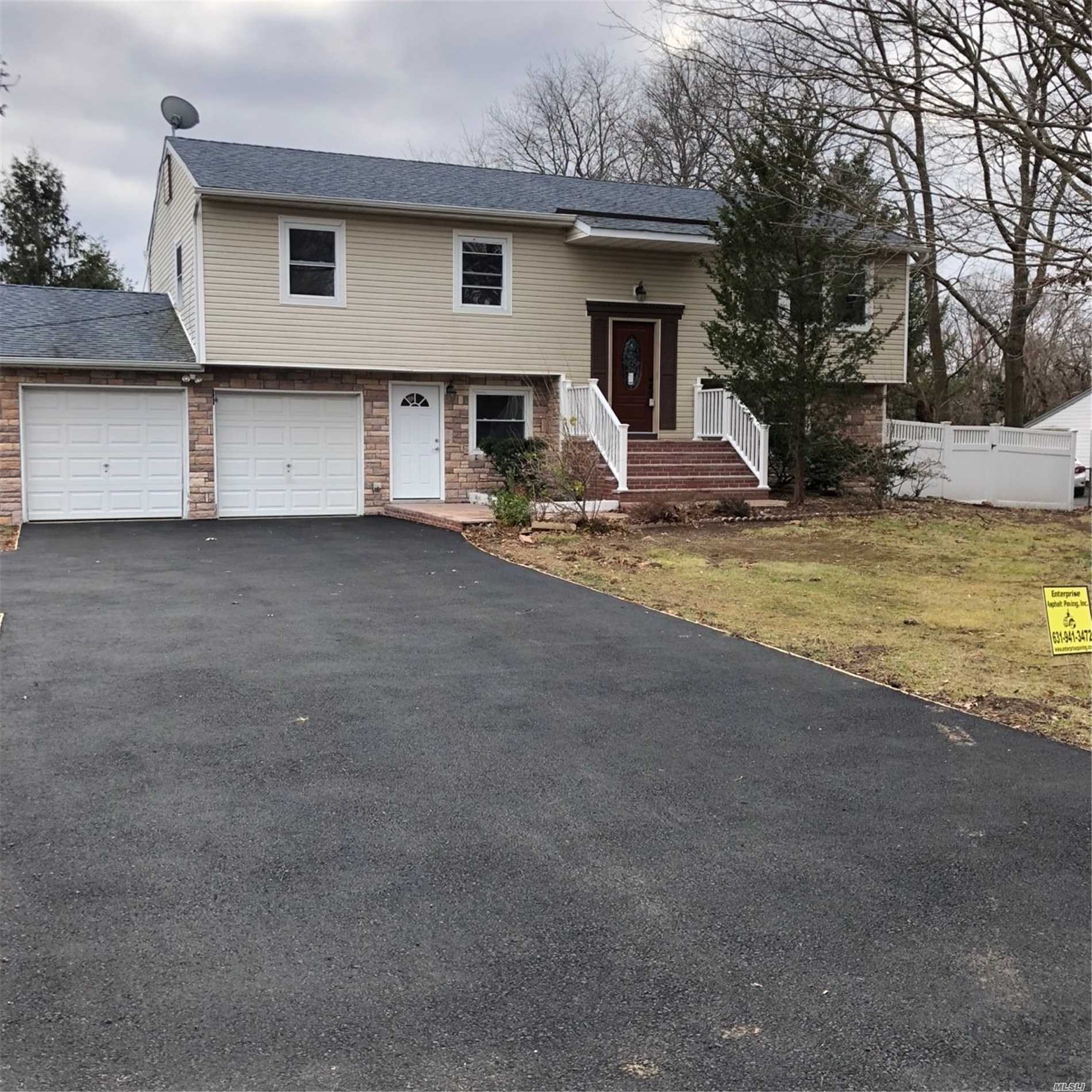 Photo of home for sale at 1166 5th Ave, East Northport NY