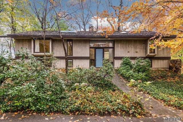 Photo of home for sale at 34 Frost Creek Dr, Locust Valley NY