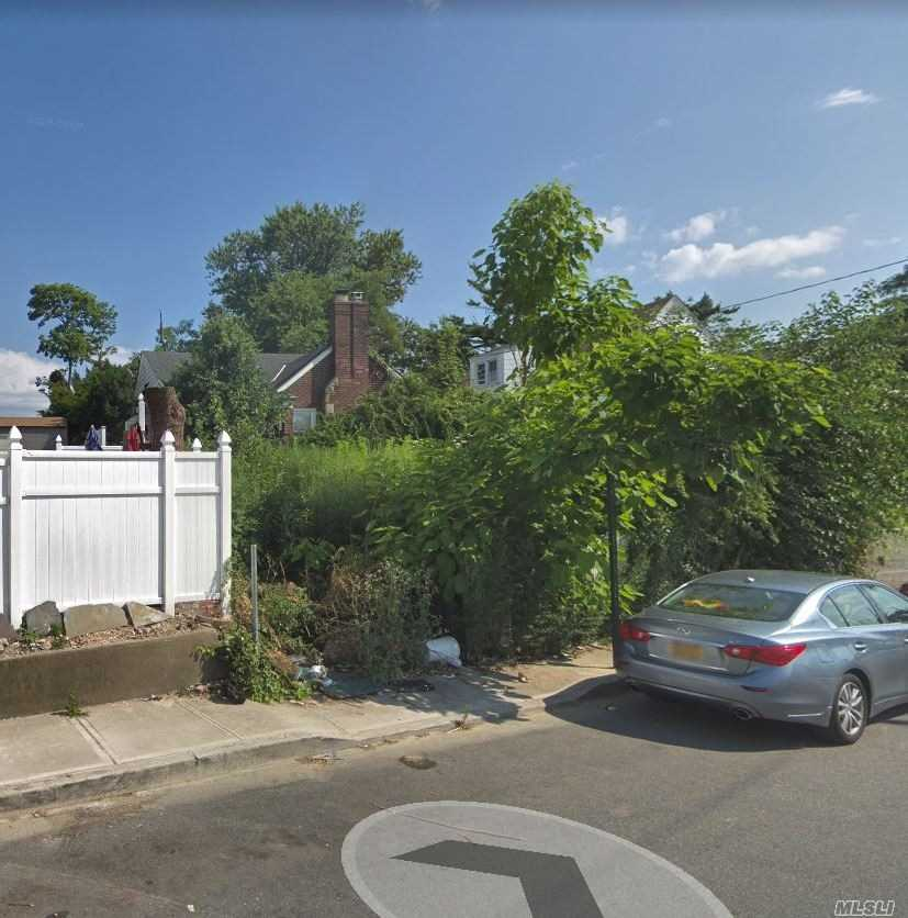 Photo of home for sale at 534 Grassmere Ter, Far Rockaway NY
