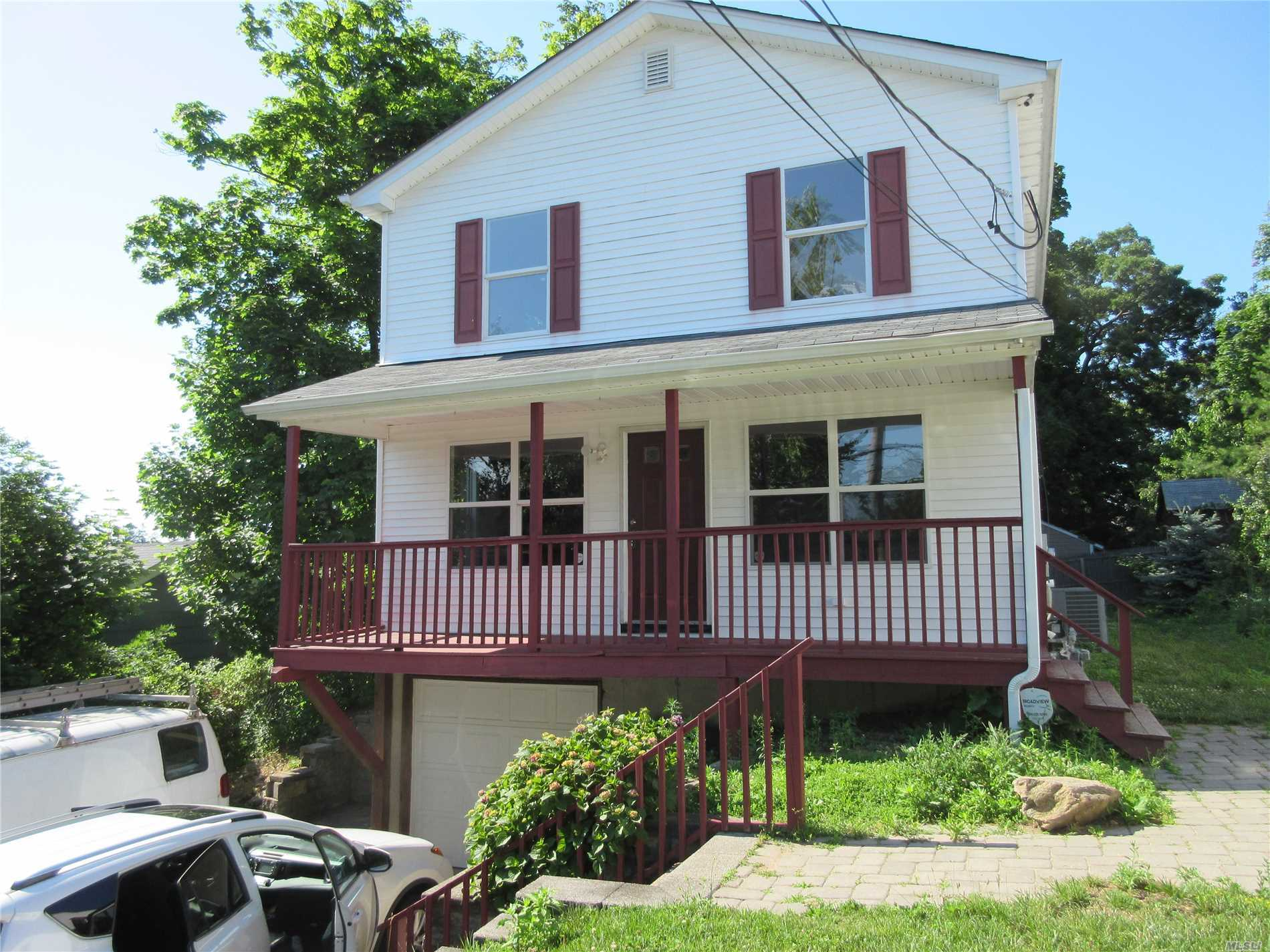Photo of home for sale at 4A May St, Huntington Sta NY