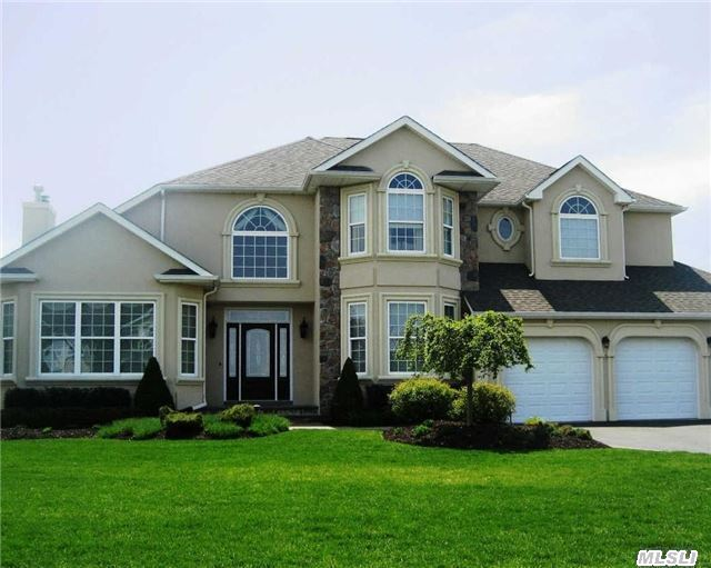 Photo of home for sale at 9 Sweet Woods Ct, Pt.Jefferson Sta NY