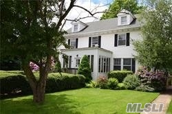 Photo of home for sale at 2112 Wantagh Ave, Wantagh NY