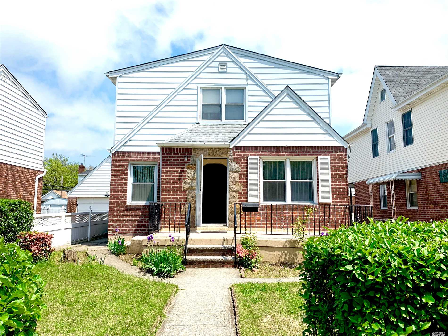 Property for sale at 82-19 267th St, Floral Park,  New York 11004