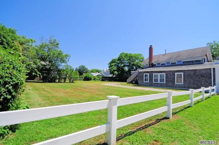 Photo of home for sale at 164 Jessup Ave, Quogue NY