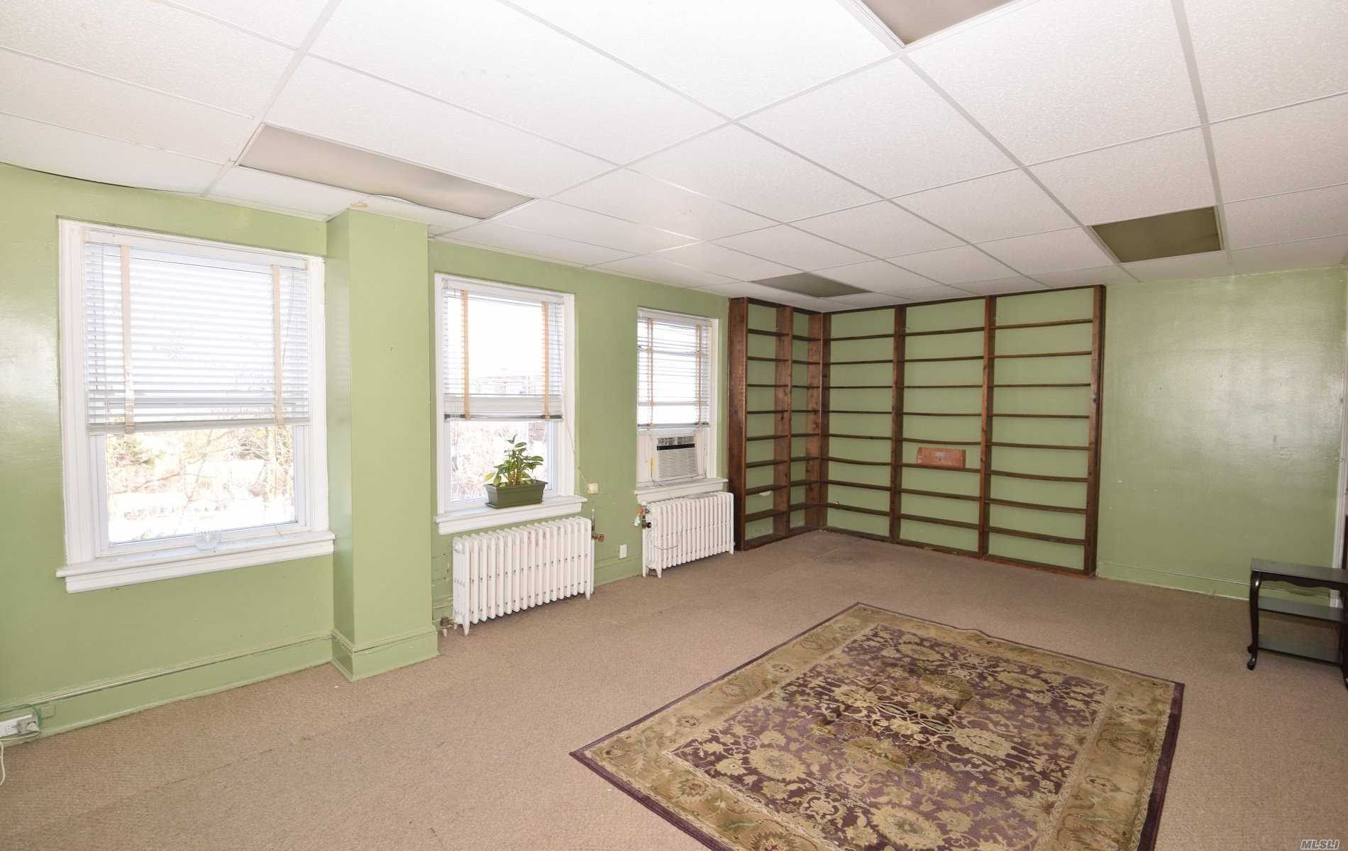 Photo of home for sale at 269 Hempstead Ave, Malverne NY
