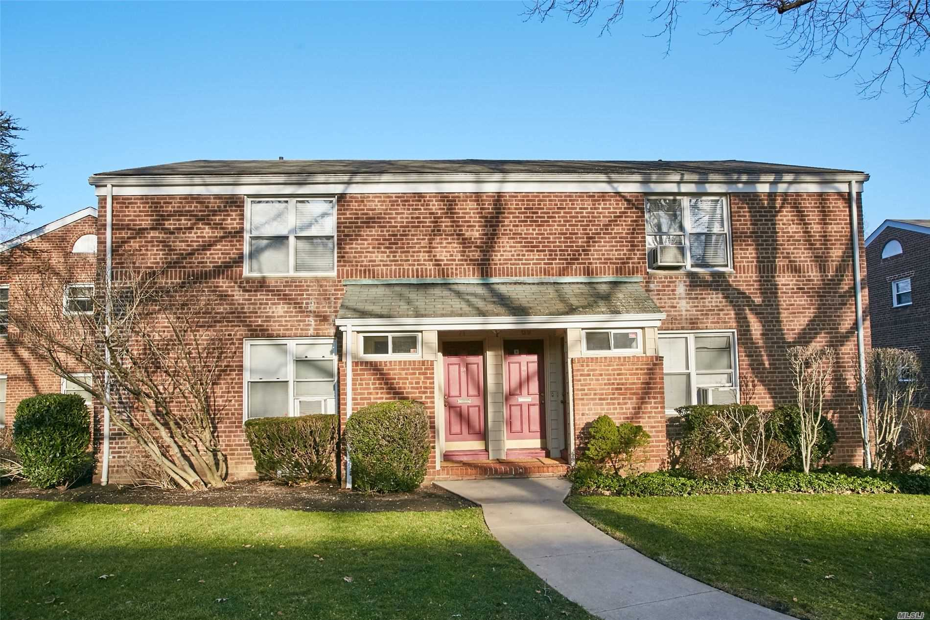 Property for sale at 69 Edwards Unit 2A, Roslyn Heights,  New York 11577