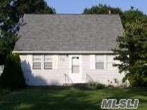 Photo of home for sale at 250 Floyd Rd, Shirley NY