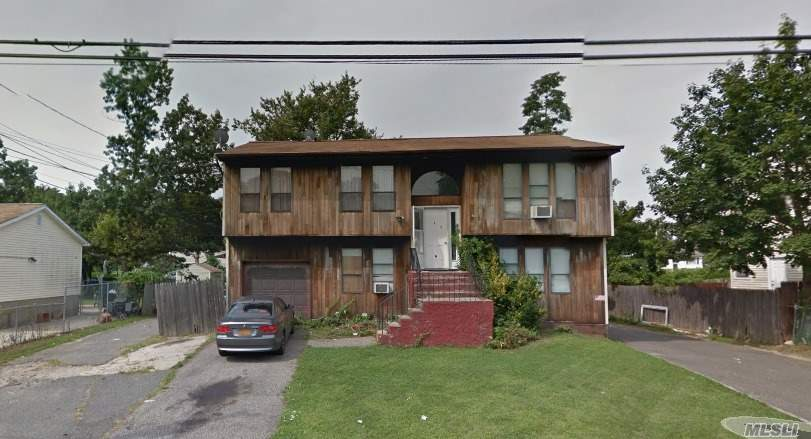 Photo of home for sale at 68 Jefferson Ave, Bay Shore NY