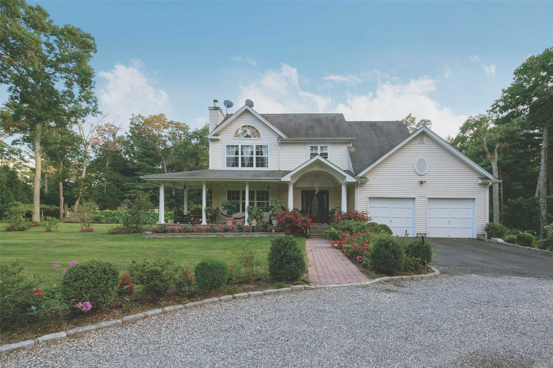 Photo of home for sale at 19 Meadow Brook Ln, Flanders NY
