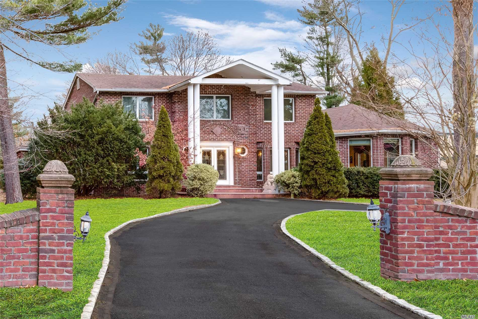 Photo of home for sale at 1 Bridle Path Dr, Old Westbury NY