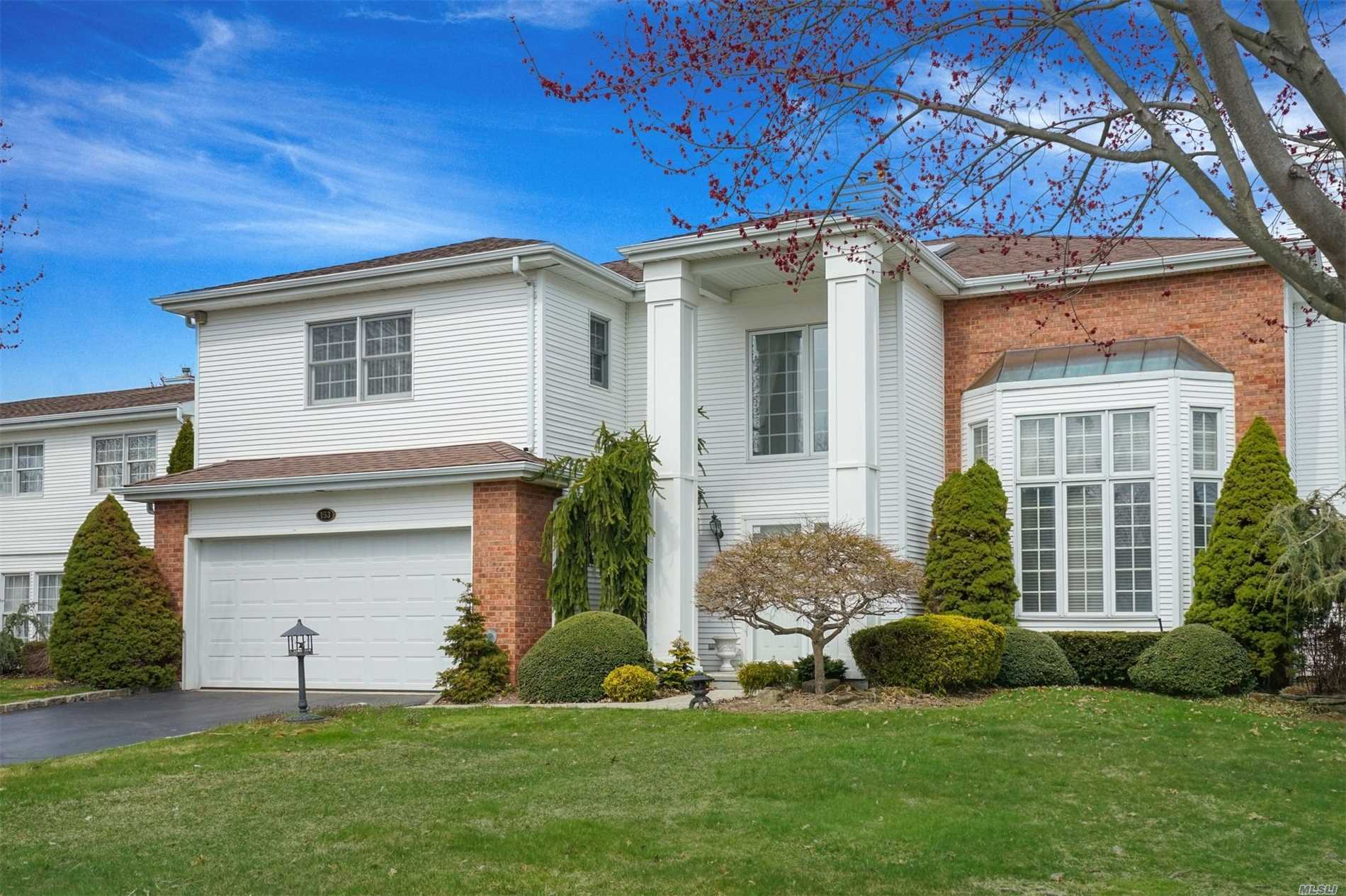 Property for sale at 153 Country Club Dr, Commack,  NY 11725