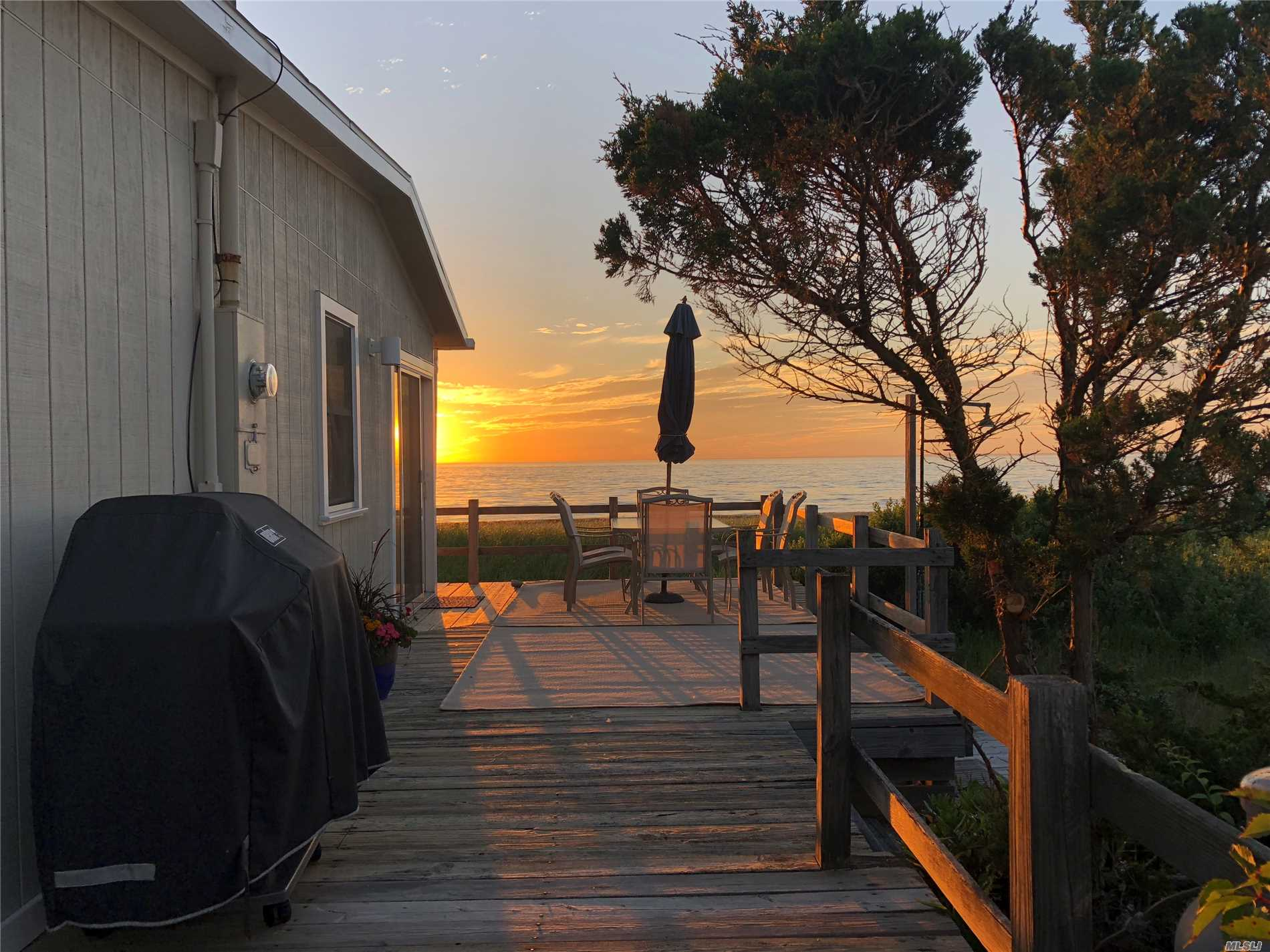 Photo of home for sale at 825 Sea Dr N, Southold NY