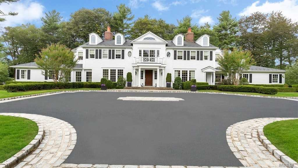Photo of home for sale at 14 Elmhurst Dr, Old Westbury NY