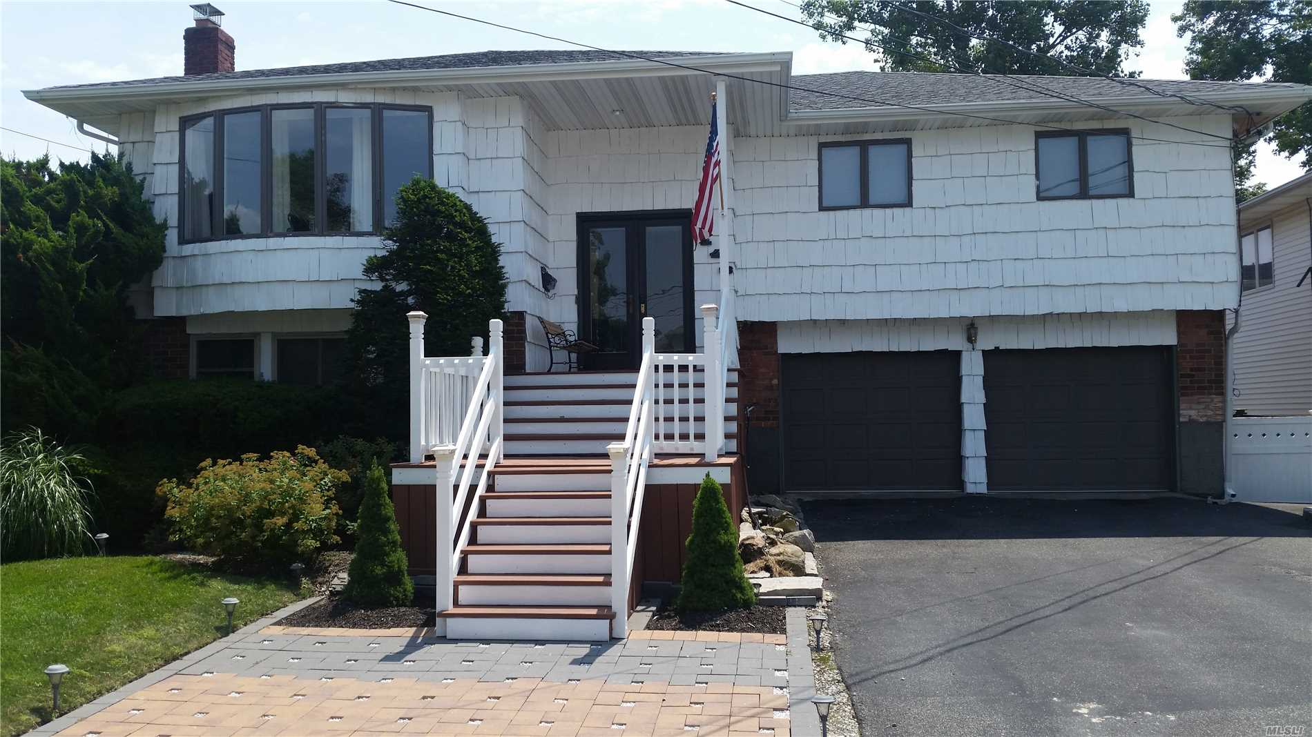 Photo of home for sale at 2448 Surf Dr, Bellmore NY