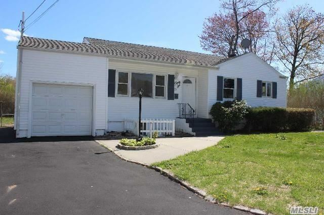 Photo of home for sale at 36 Carroll St, Brentwood NY