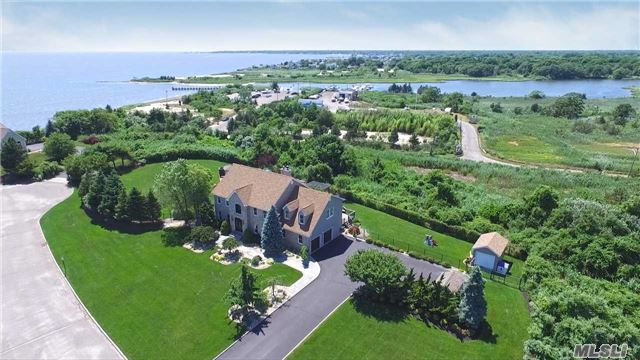 Photo of home for sale at 23 Skyhaven Dr, East Patchogue NY