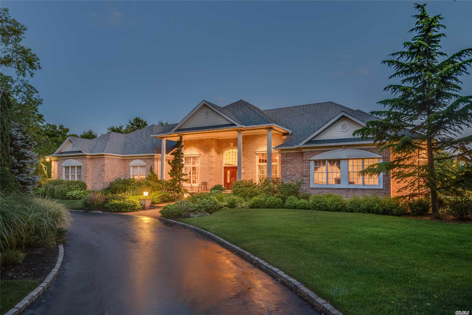 Photo of home for sale at 1 Wicks Lane, Head Of Harbor NY