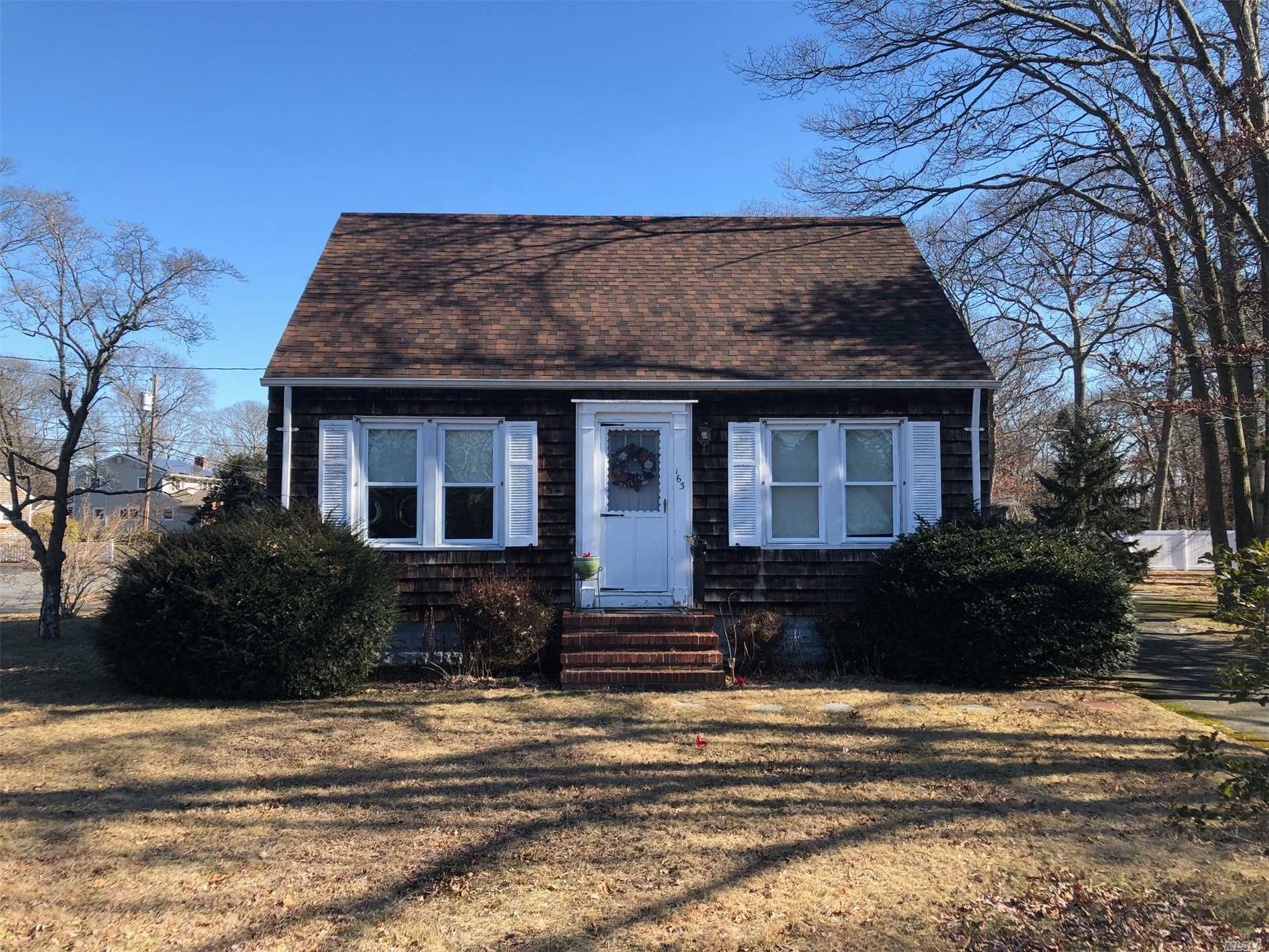 Photo of home for sale at 163 Washington Ave, Patchogue NY