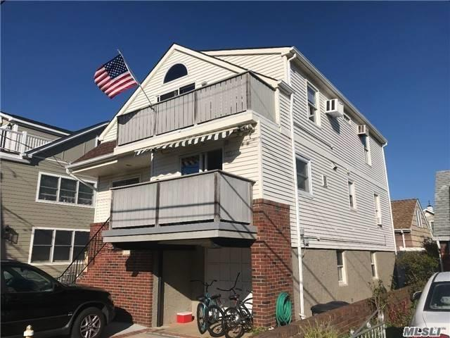 Photo of home for sale at 114 Parkside Drive, Point Lookout NY