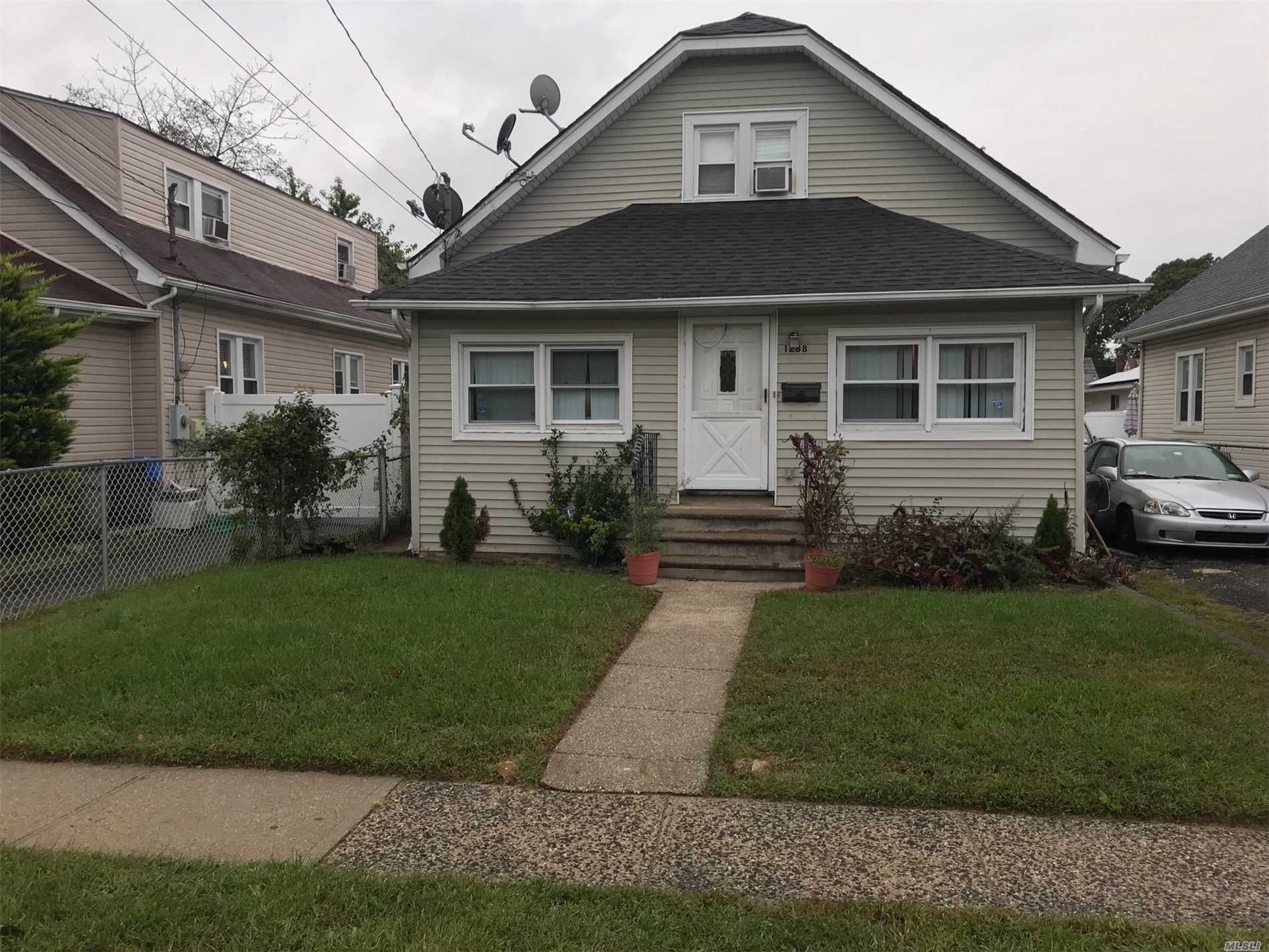 Photo of home for sale at 1288 Langdon  Blvd, Rockville Centre NY