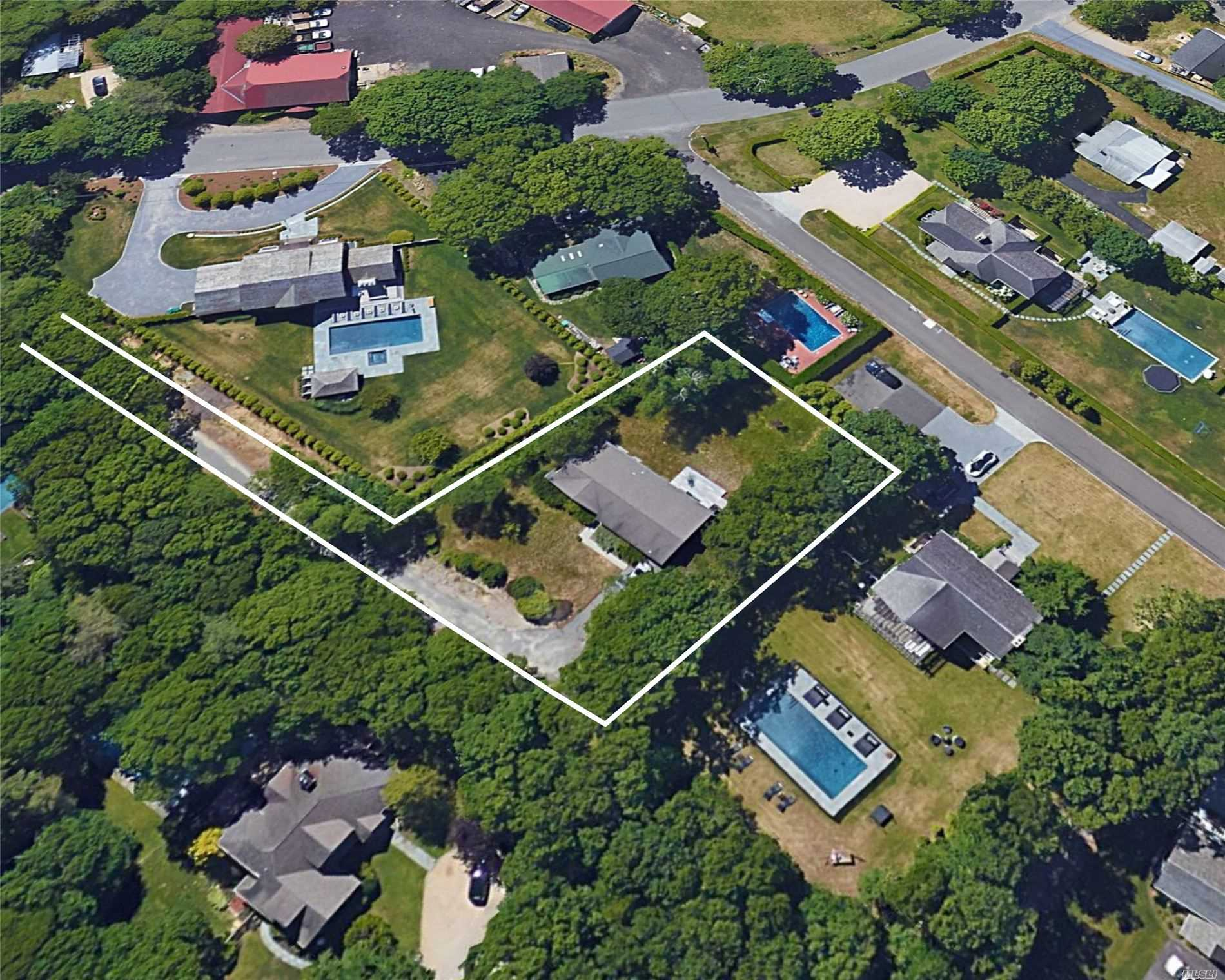 Photo of home for sale at 178 Norris Ln, Bridgehampton NY