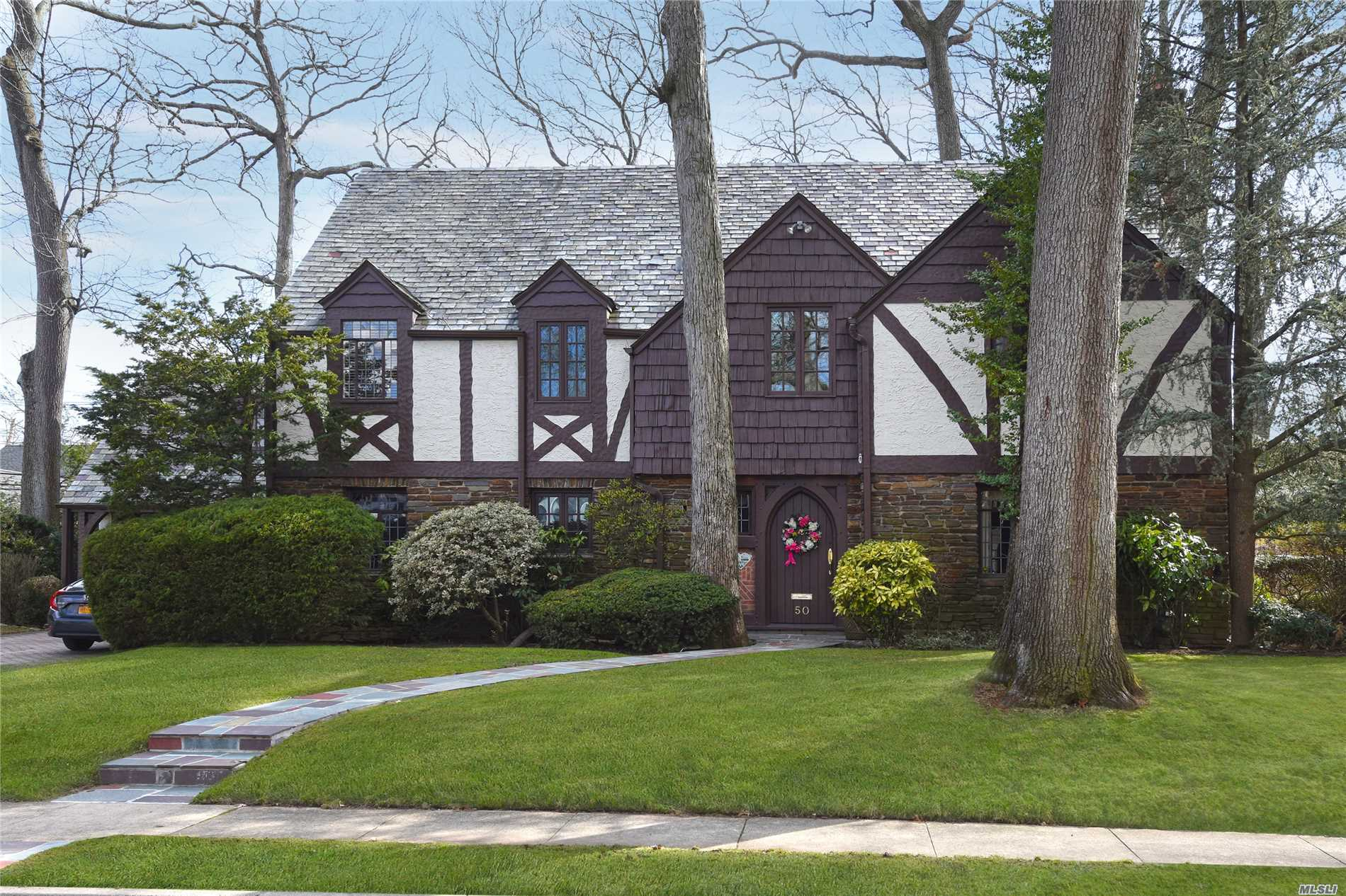 Photo of home for sale at 50 Berkshire Rd, Rockville Centre NY
