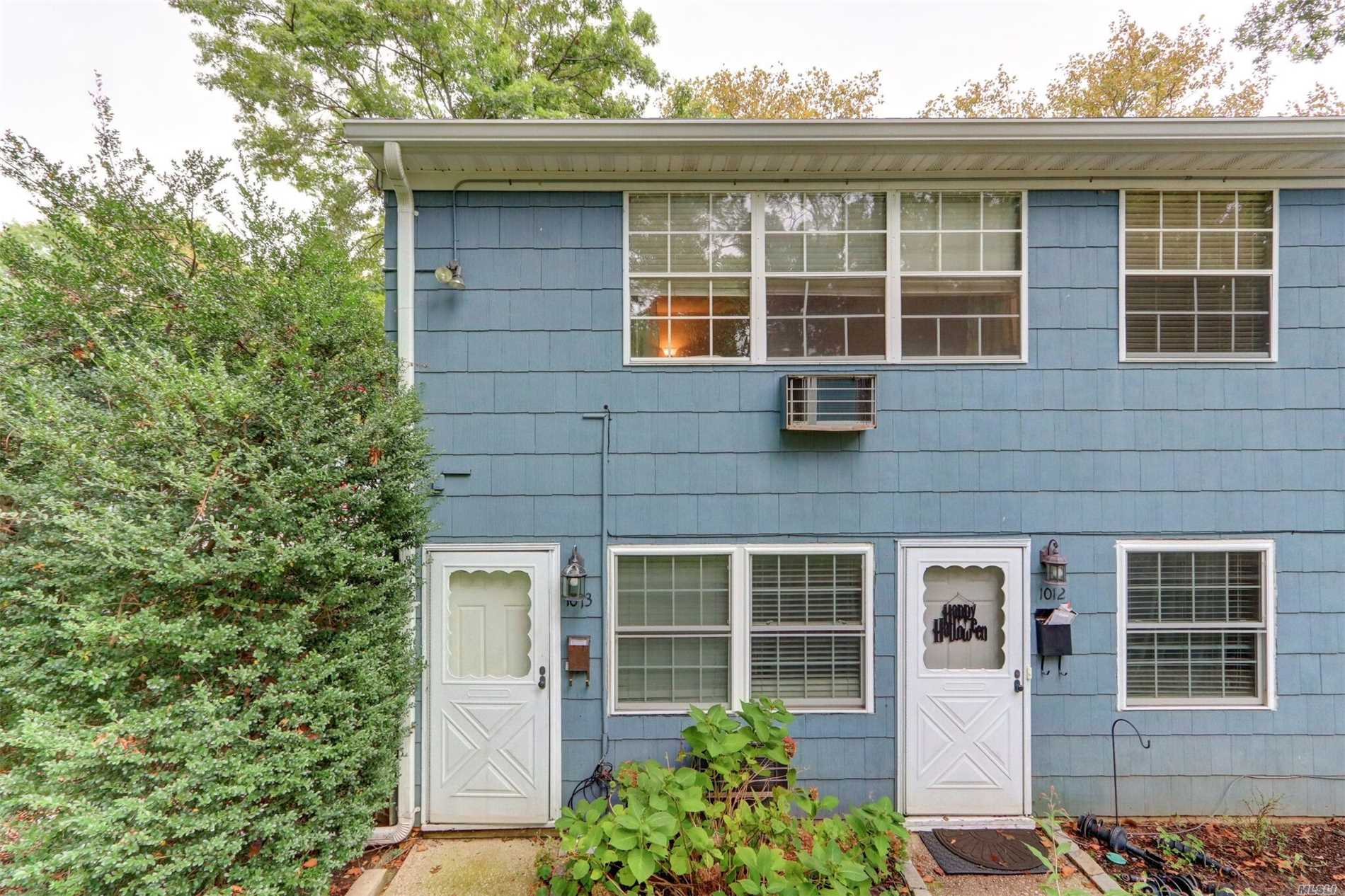 Property for sale at 1013 Towne House Vlg, Hauppauge,  NY 11749