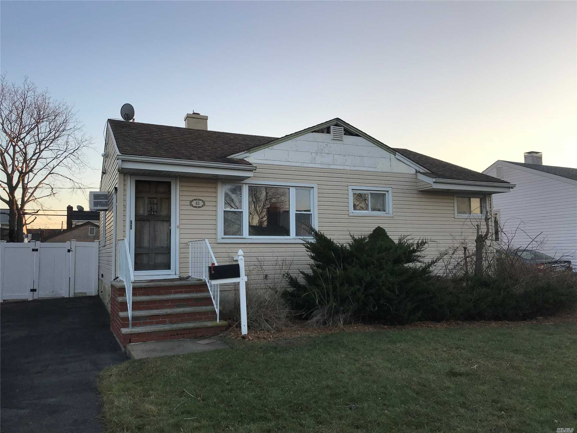 Photo of home for sale at 63 Hubbard Ave, Freeport NY