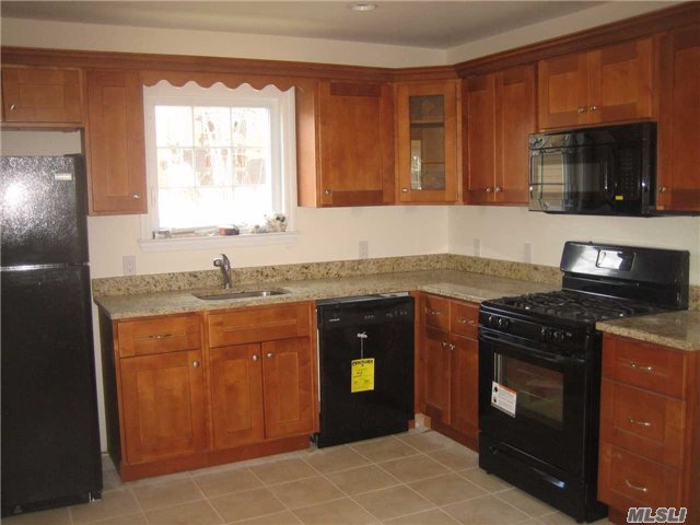 Photo of home for sale at 14 Lee Gray Ct, Glen Cove NY