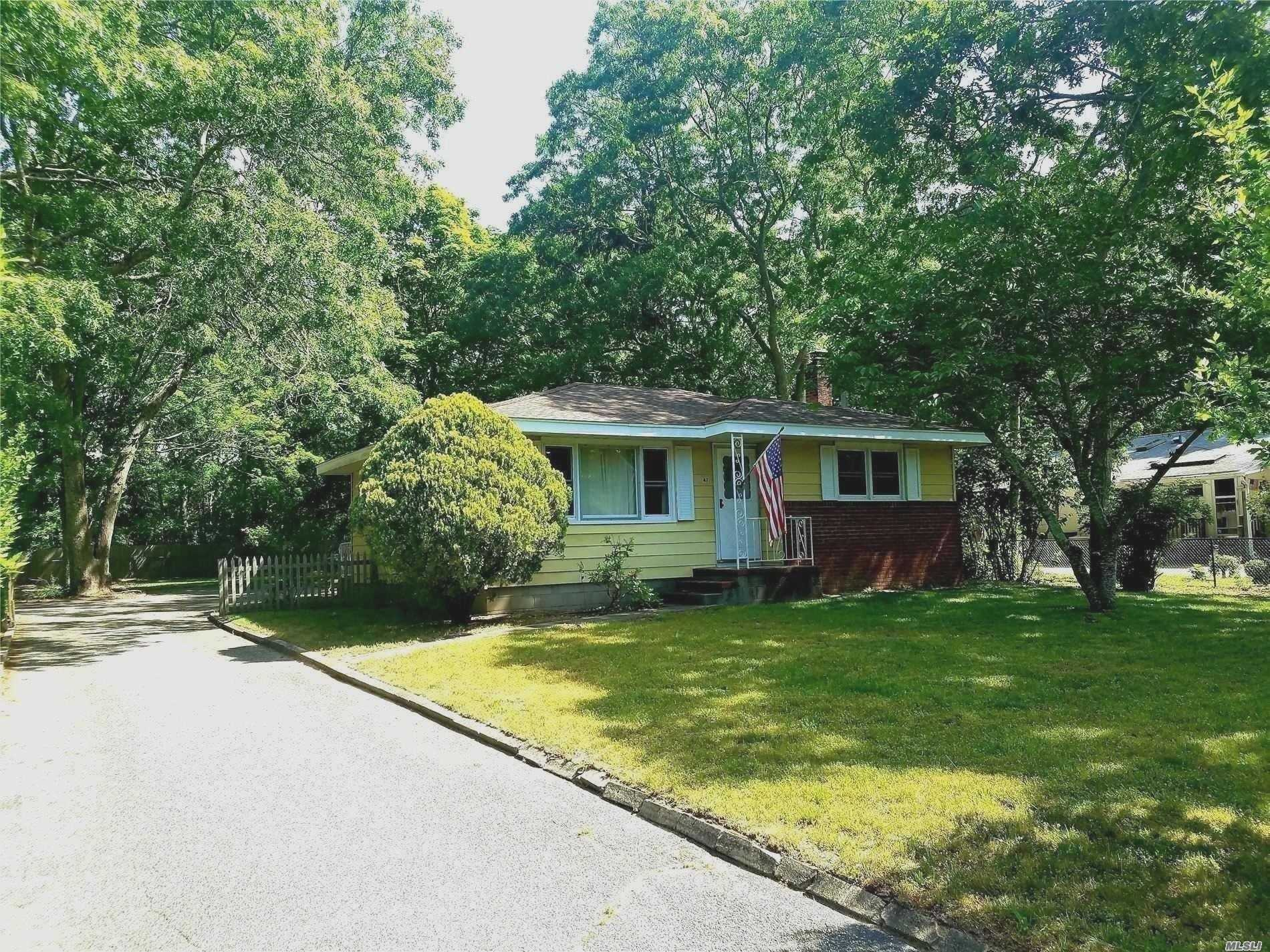 Photo of home for sale at 47 School St, Hampton Bays NY