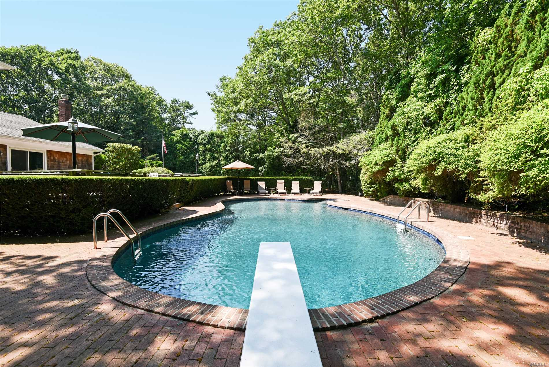 Photo of home for sale at 18 Deer Path, Quogue NY