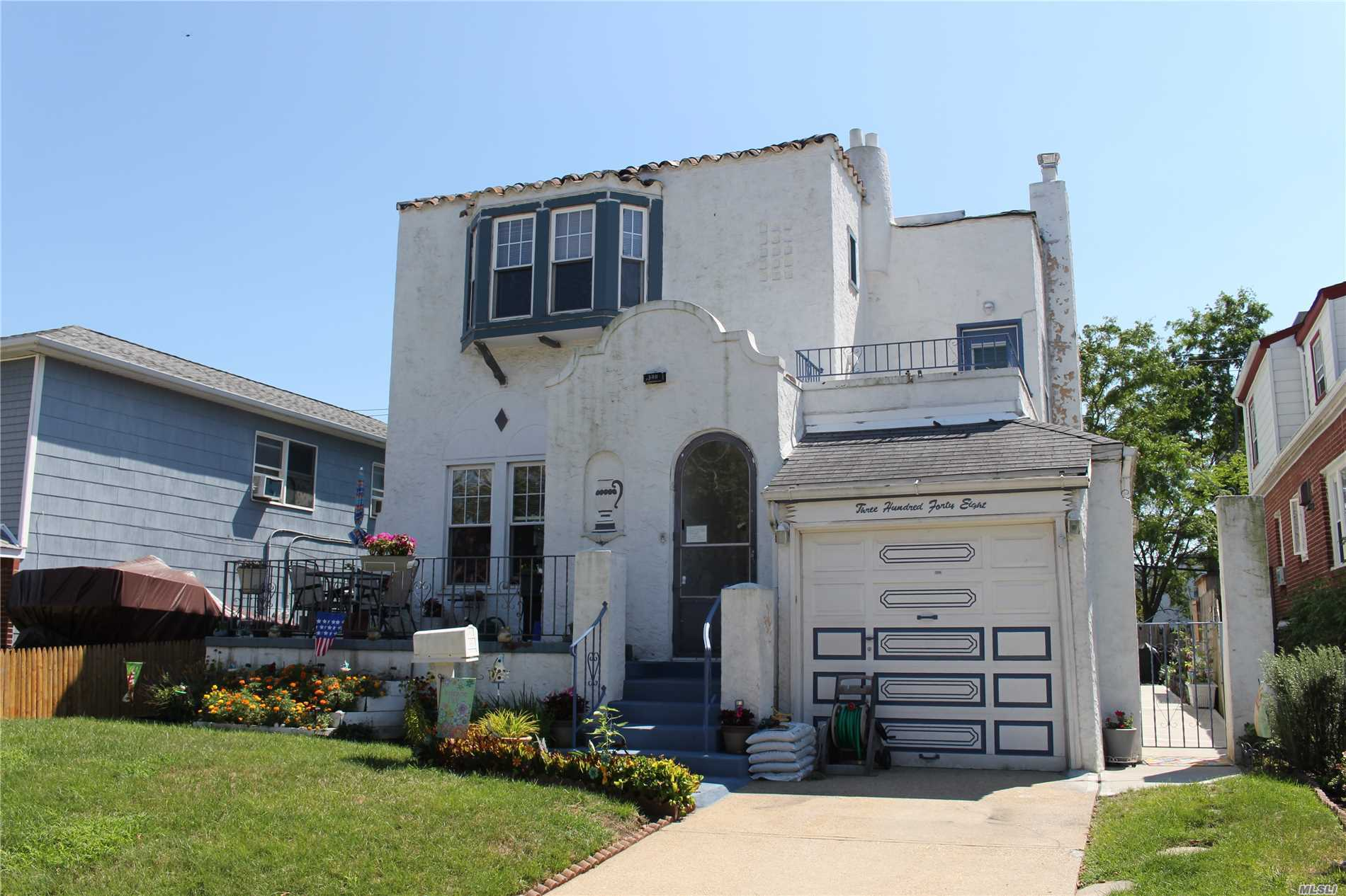 Photo of home for sale at 348 Chester St W, Long Beach NY
