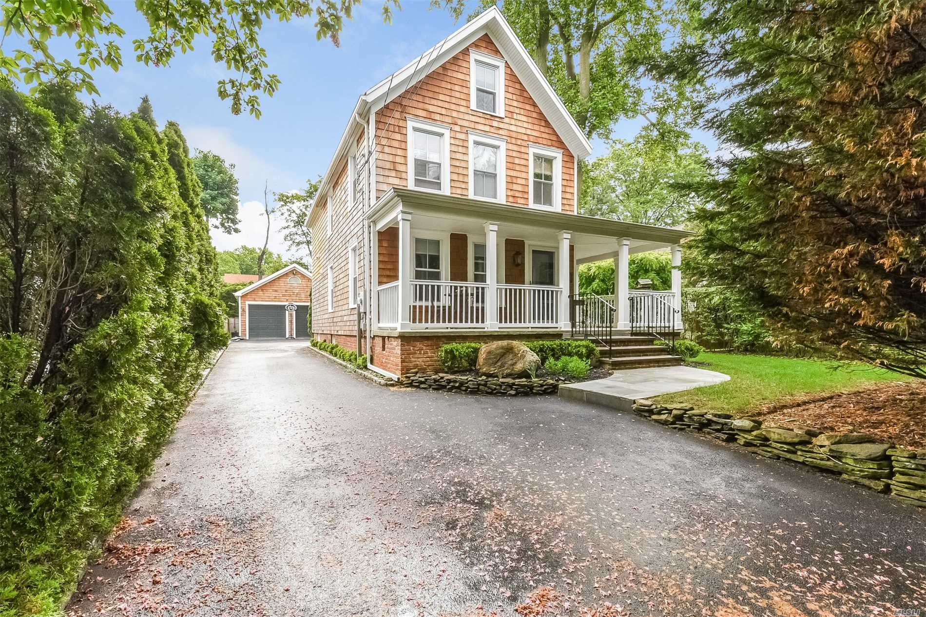 Photo of home for sale at 48 Franklin Ave, Glen Cove NY