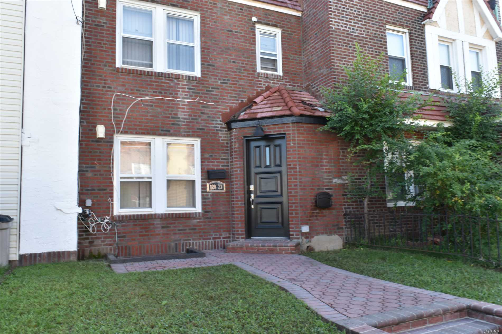 Photo of home for sale at 120-23 178th Pl, Jamaica NY