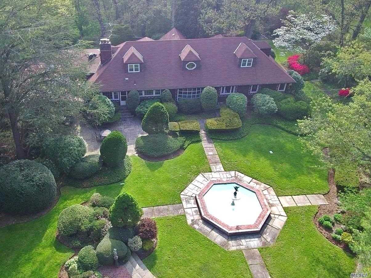 Photo of home for sale at High Farms Rd, Old Brookville NY