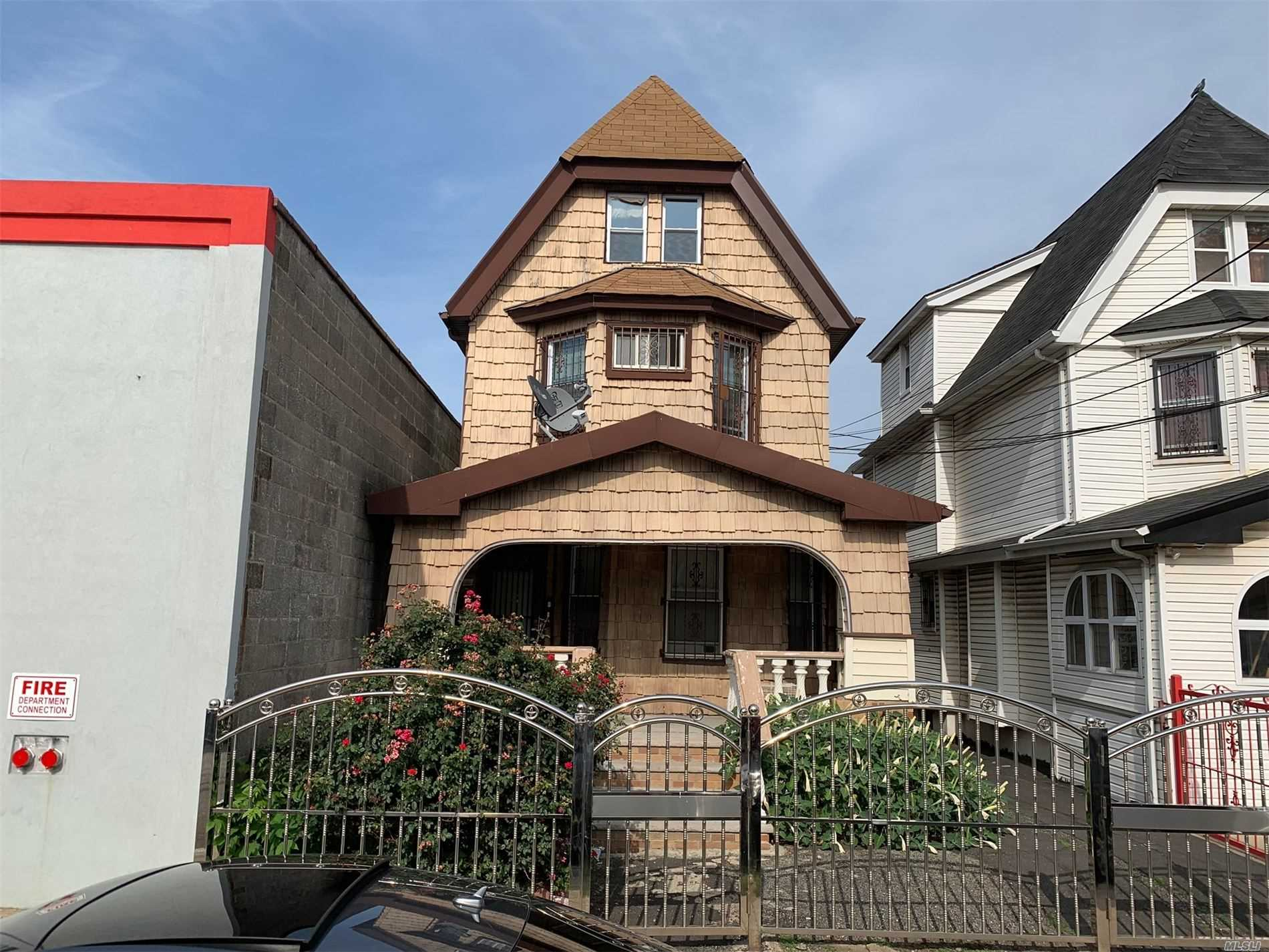 Photo of home for sale at 94-11 134th St, Richmond Hill South NY
