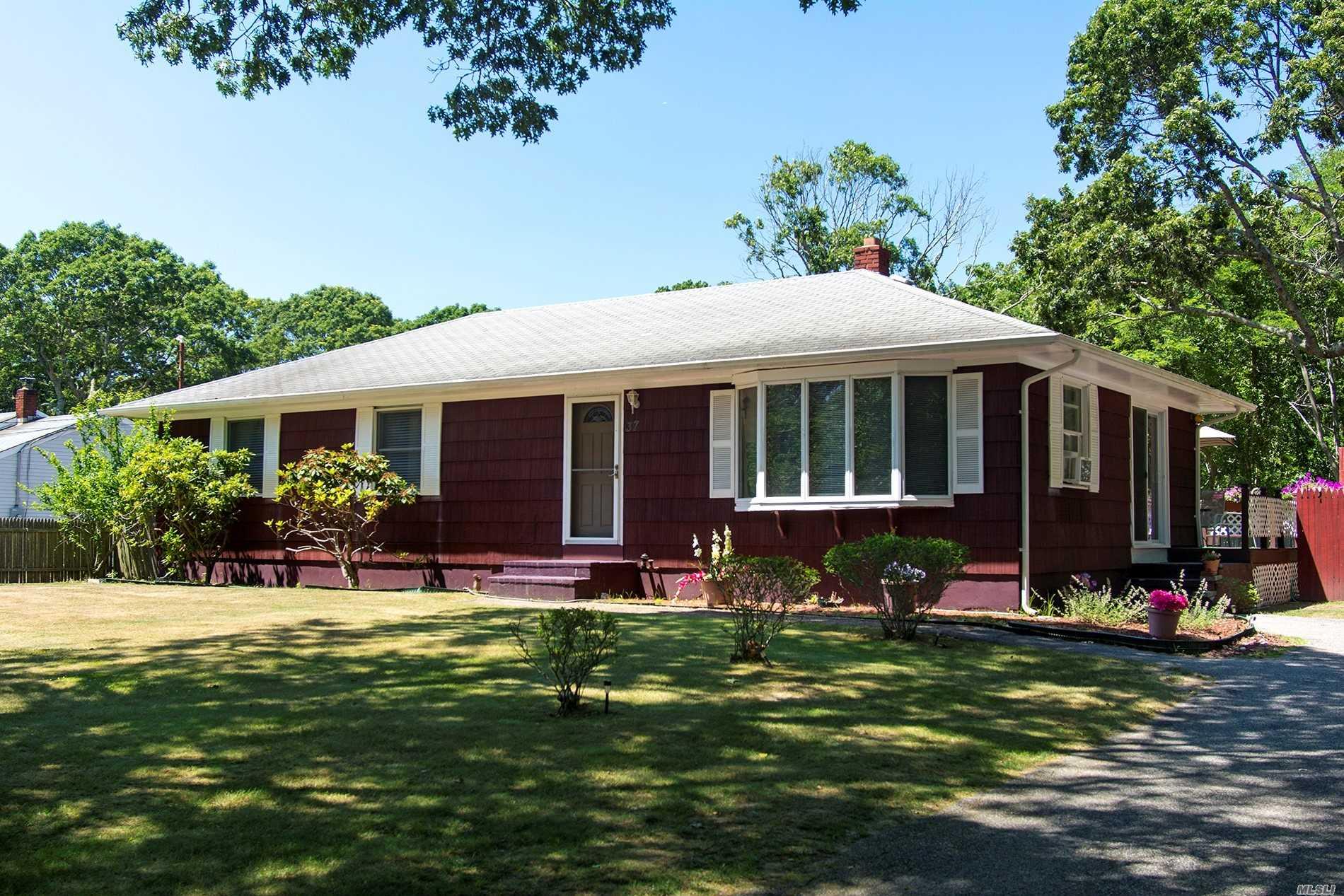 Photo of home for sale at 37 Sebonac Rd, Southampton NY