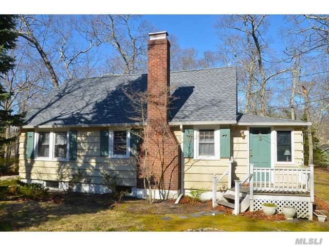 Photo of home for sale at 5325 Pequash Ave, Cutchogue NY