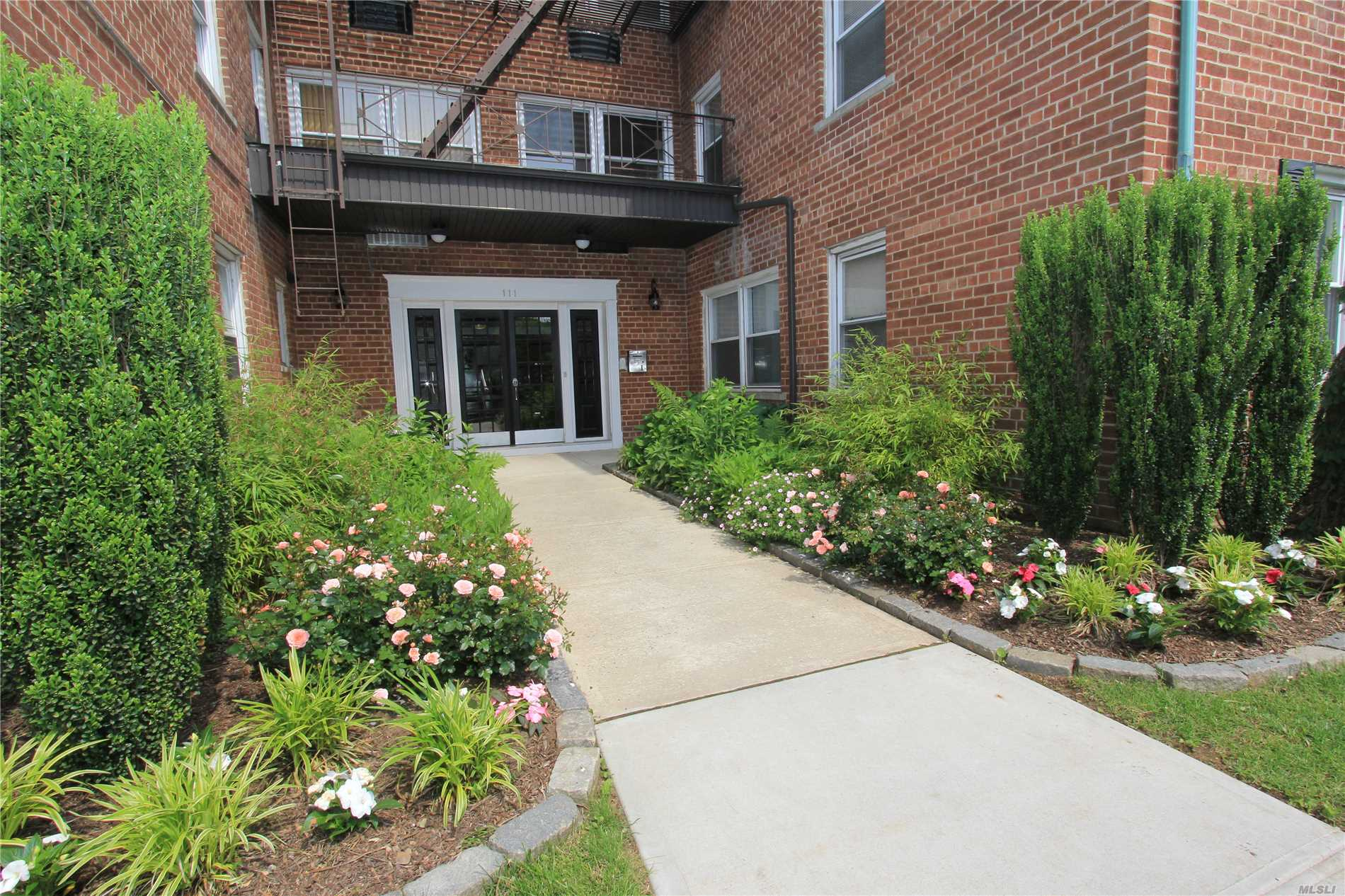 Property for sale at 111 S Centre Ave, Rockville Centre,  NY 11570