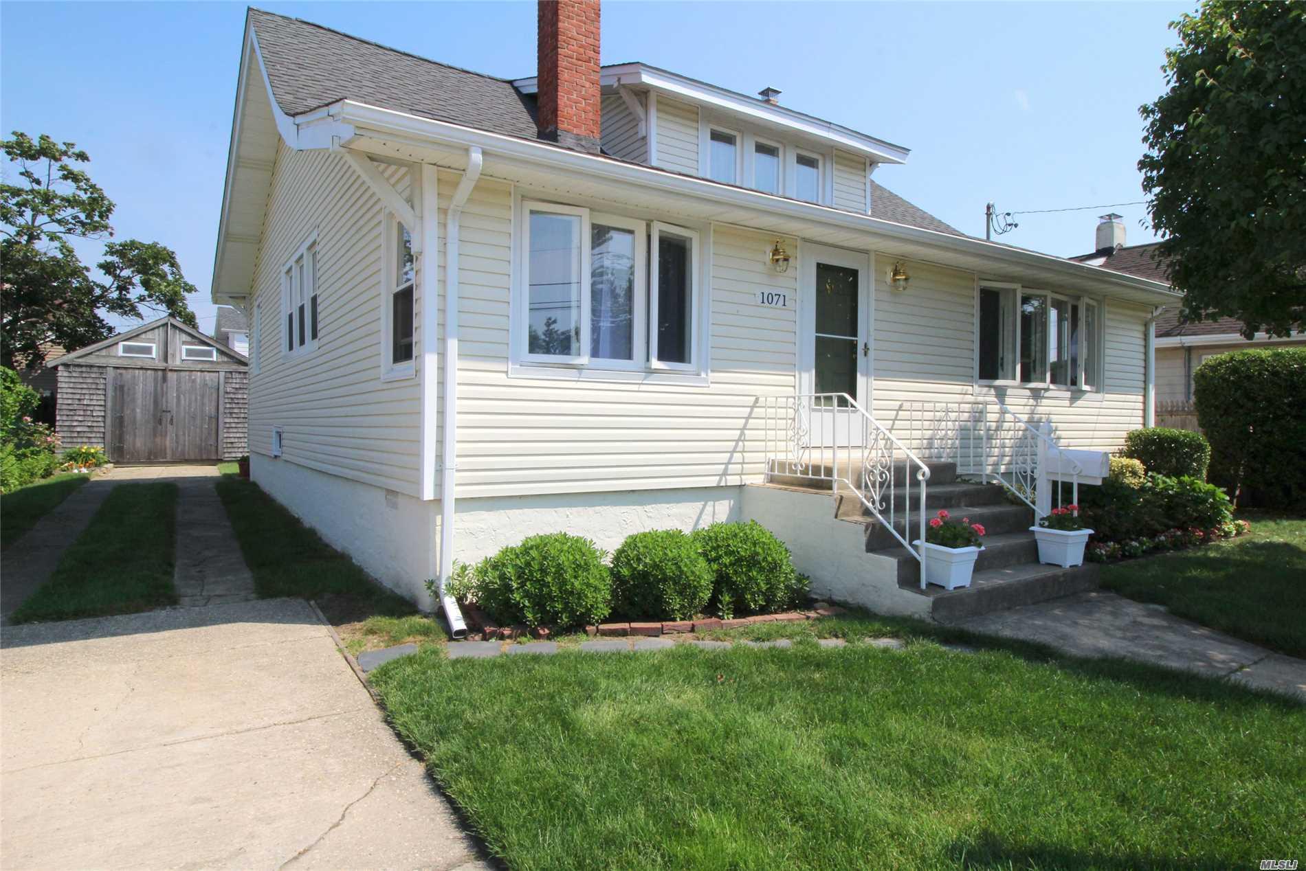 Photo of home for sale at 1071 Van Buren St, Baldwin NY