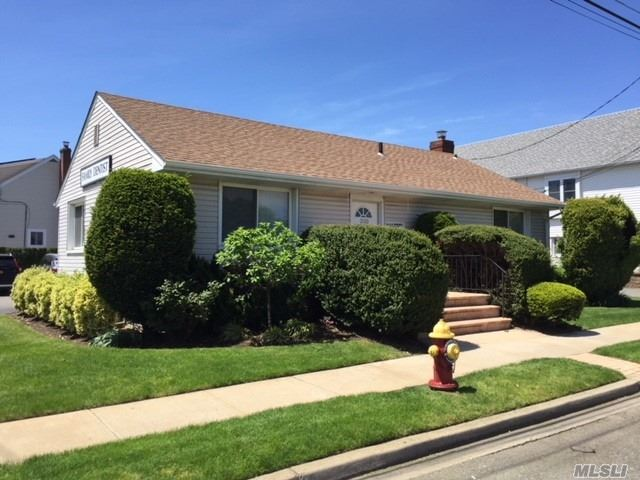 Photo of home for sale at 2160 Centre Ave, Bellmore NY