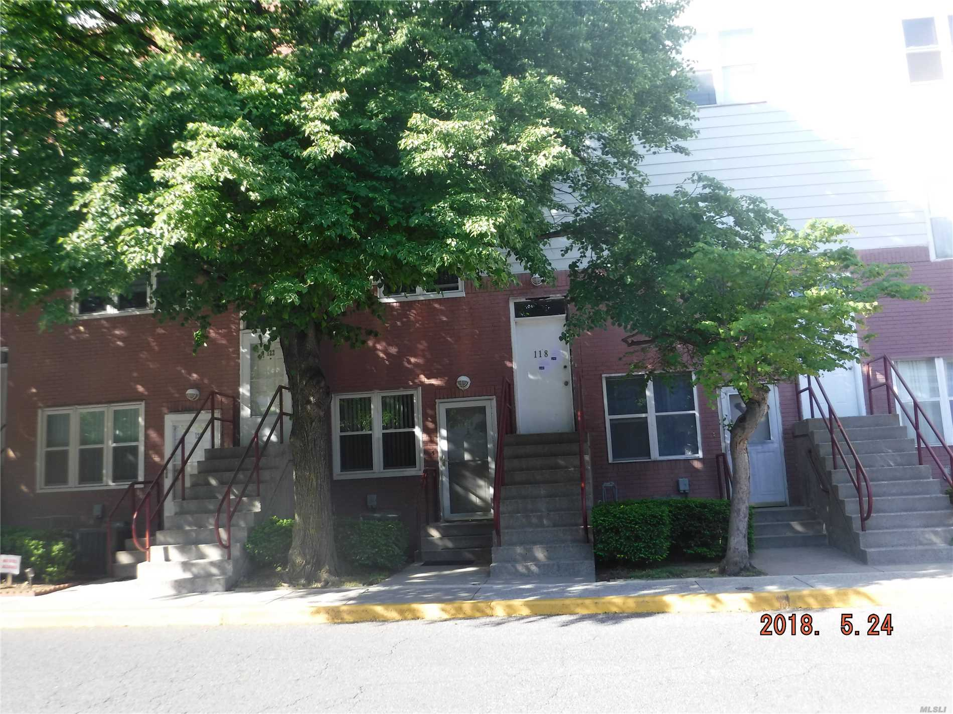 Photo of home for sale at 118 Neptune Ln, Bronx NY