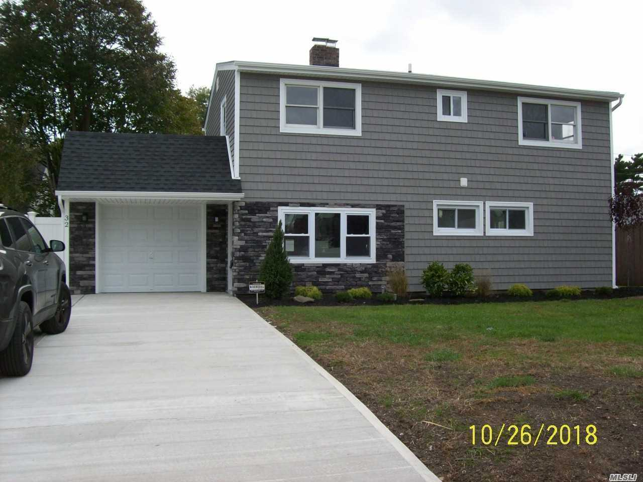 Photo of home for sale at 32 Redpoll Ln, Levittown NY