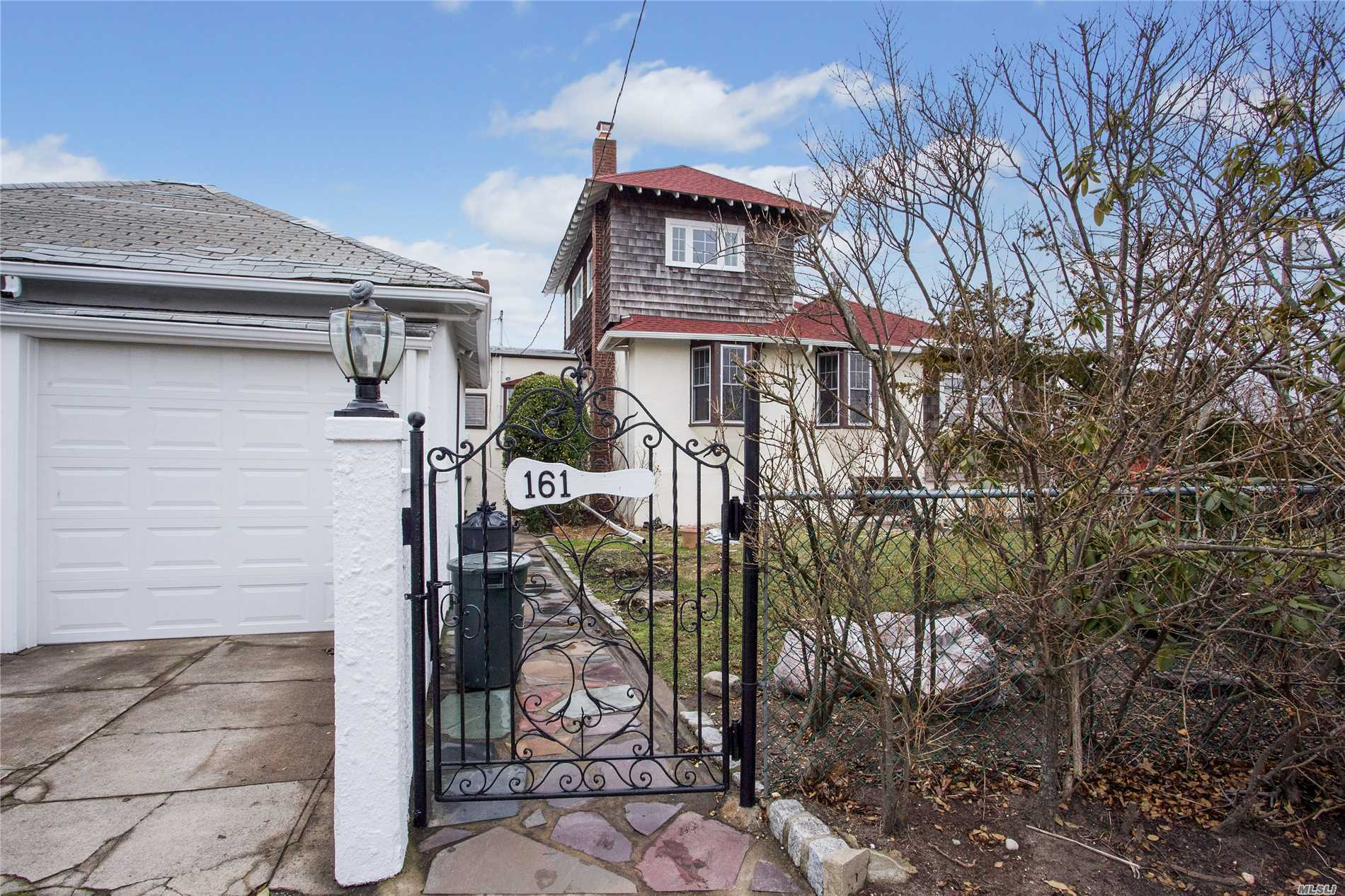 Photo of home for sale at 161 Fairway Rd, Lido Beach NY