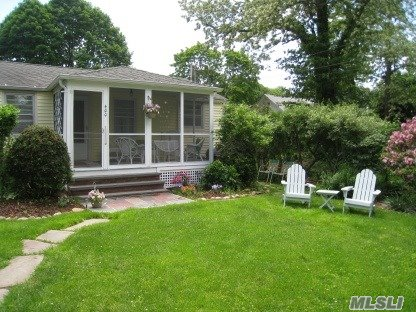 Photo of home for sale at 400 Orchard St, New Suffolk NY