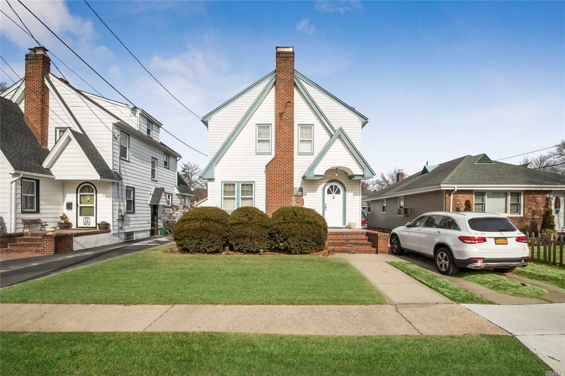 Photo of home for sale at 15 Winter St, Lynbrook NY